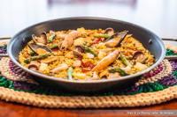 Paella de marisco con verduritas