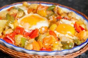 Pisto con huevo al horno