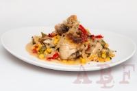 Pollo guisado con maiz